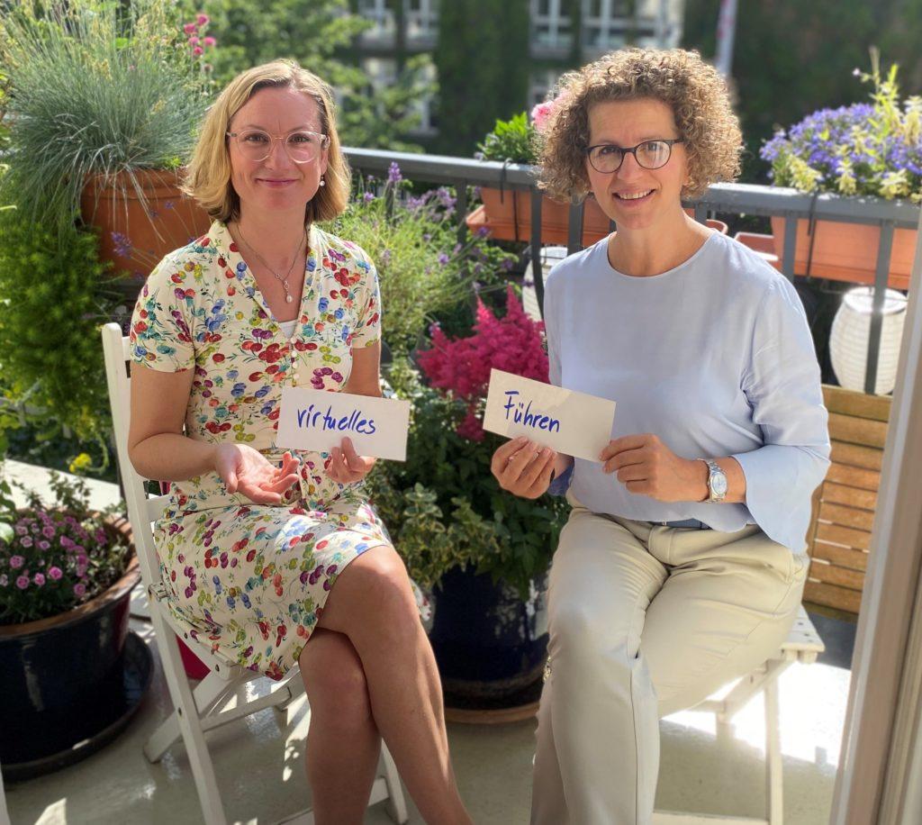 Gesine Engelage-Meyer und Kirsten von Mejer trainieren zum Thema Führen auf Distanz